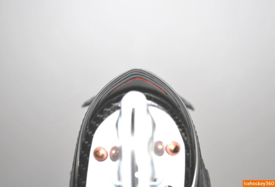 Клиновидная форма пяточной части ботинка.