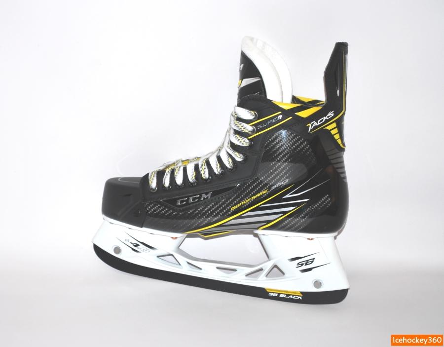 Ботинок конька выполнен из карбона.