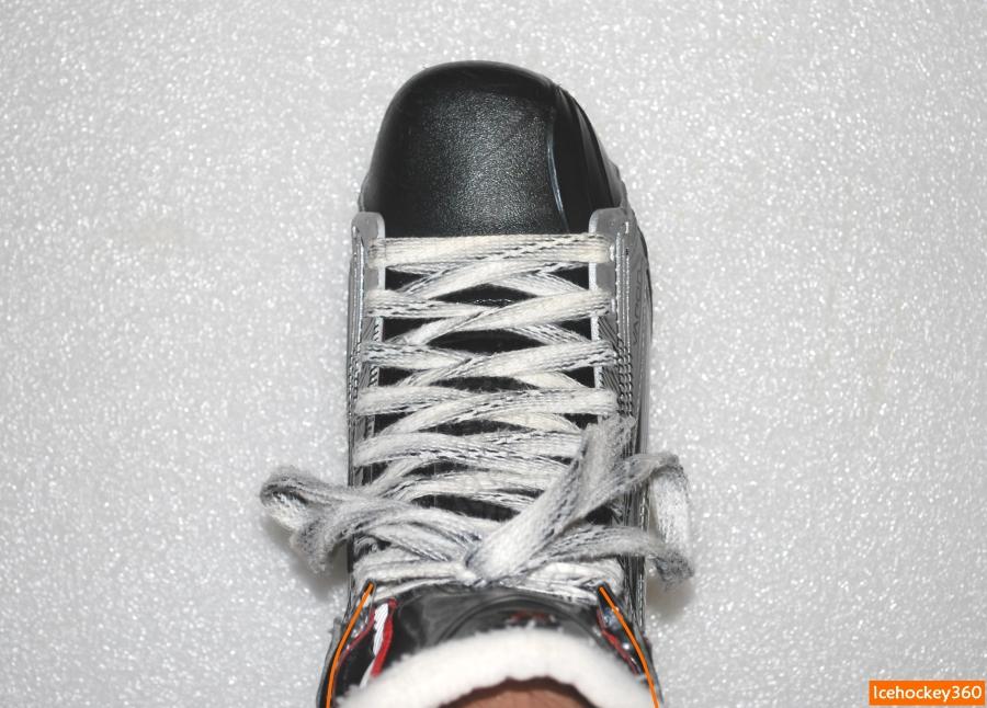 Стенки ботинка после полной шнуровки стенки ботинка огибают контур ноги.