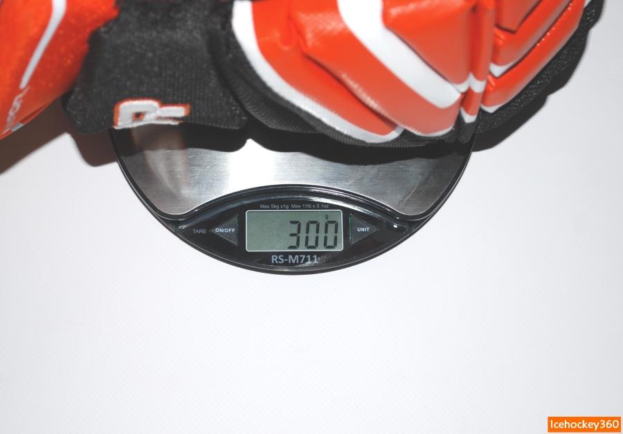 Вес перчаток Bauer Vapor APX2 в размере 14″.