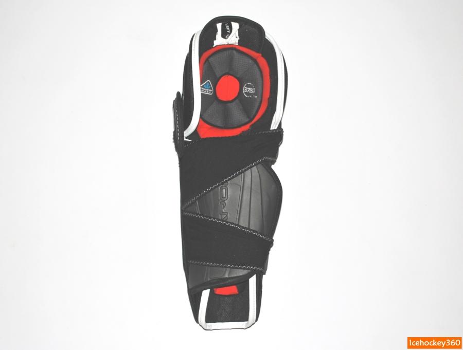Система фиксации щитков на ноге.