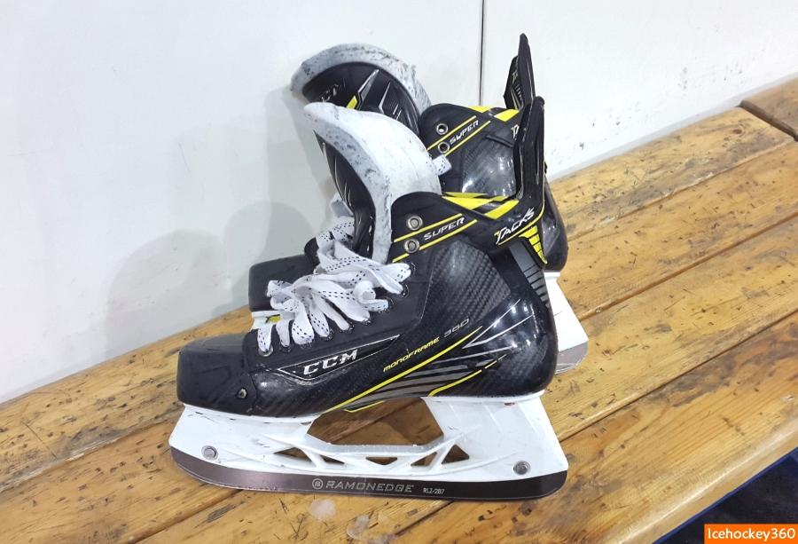 Тест лезвий Ramonedge проводился на коньках CCM Super Tacks.