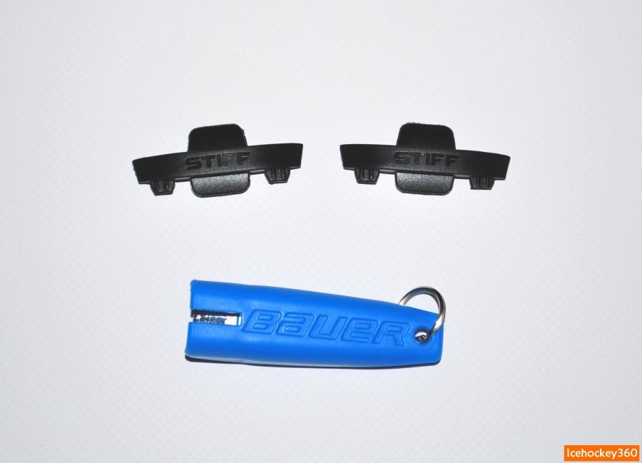Вставки высокой жесткости (stiff) из пластика и брелок для смены лезвий.