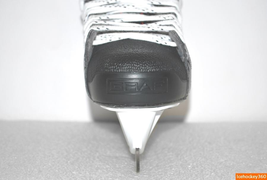 Конструкция пластиковой защиты носка.