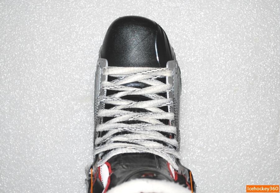Стенки ботинка до шнуровки верхних люверсов.