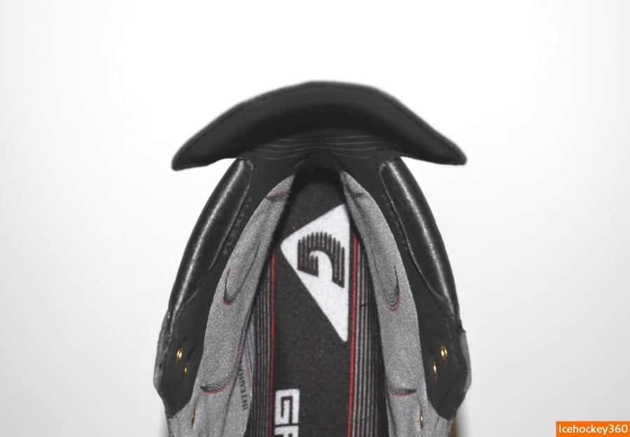 Объем пены в пяточной части ботинка.