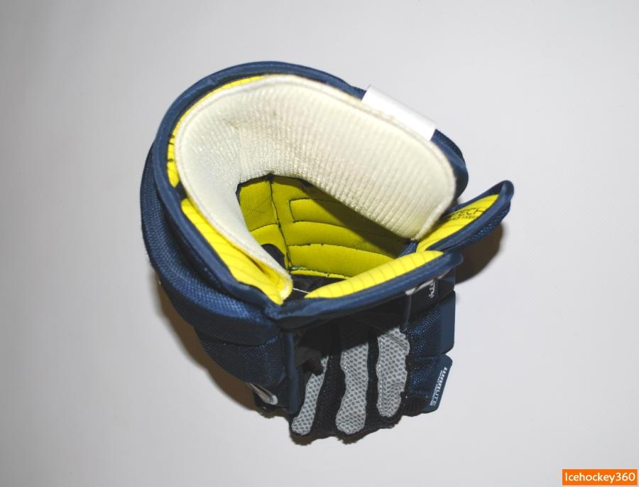 Отделка внутренней поверхности перчатки под вкладышем.