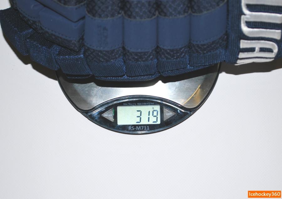 Вес перчаток Warrior Dynasty AX1 в 14″ размере — 319 гр.