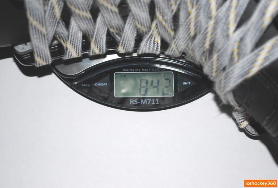 Вес коньков Bauer Supreme TotalOne MX3 в размере 10D — 842 гр.