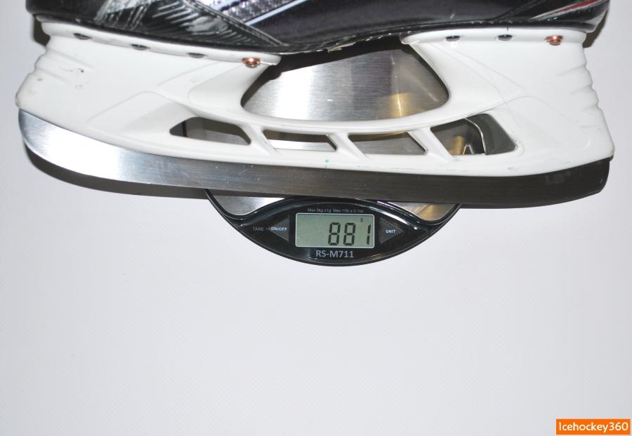 Вес коньков Bauer Vapor 1X в размере 9,5ЕЕ (стелька Speed Plate).